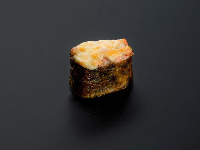 Запеченный гункан с лососем в Рокет Ролл