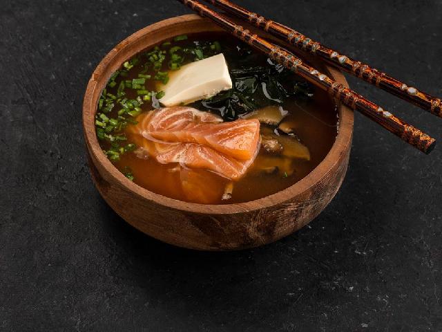 Мисо суп с лососем в Рокет Ролл