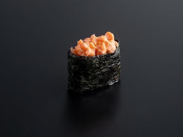Гункан с лососем спайси в Рокет Ролл
