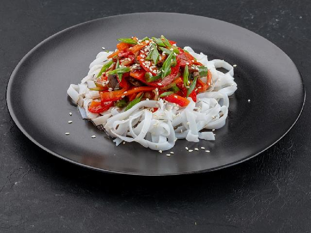 Лапша рисовая с овощами в Рокет Ролл
