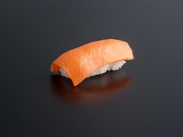 Суши с лососем в Рокет Ролл